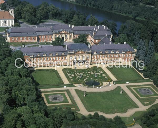 Свадьба в замке Добриш - вид на Французский парк